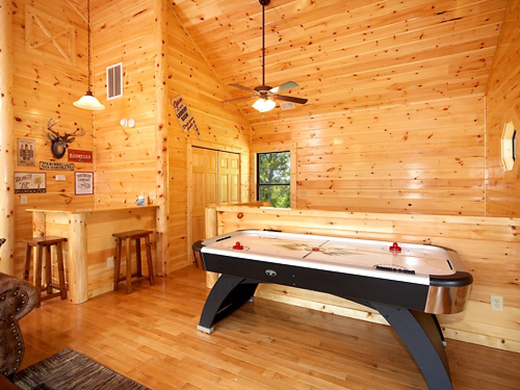 Photo of a Gatlinburg Cabin named Serenity Lodge - This is the sixth photo in the set.