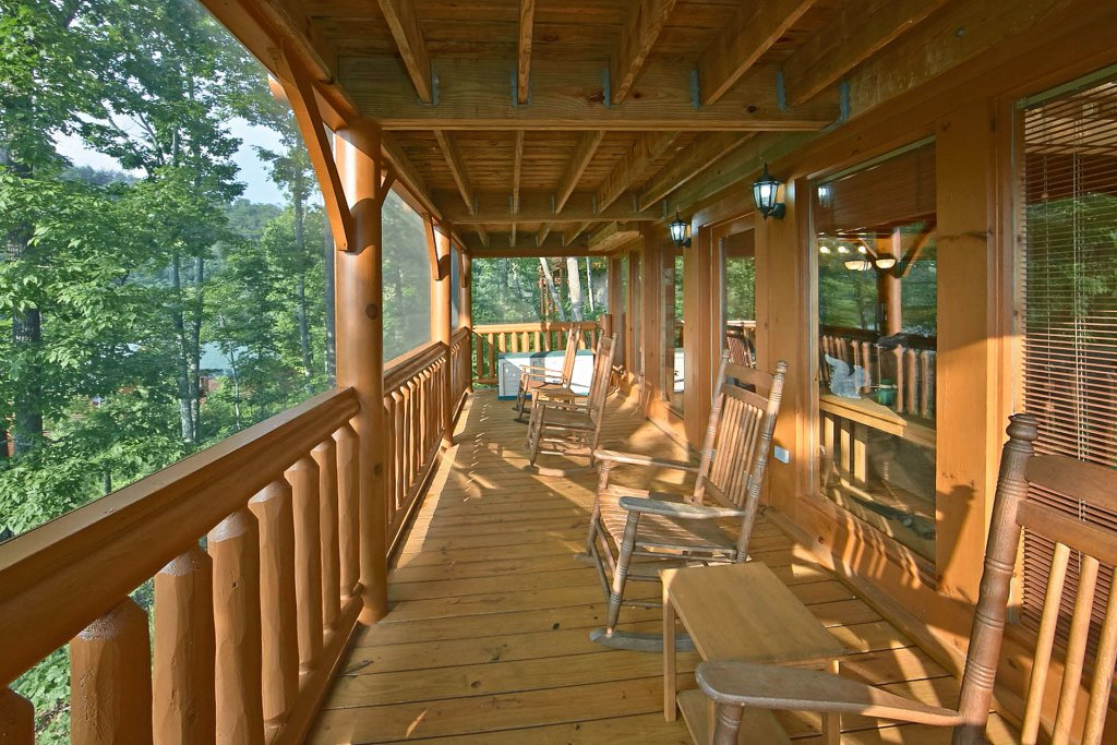 Photo of a Pigeon Forge Cabin named Sweet Retreat - This is the third photo in the set.