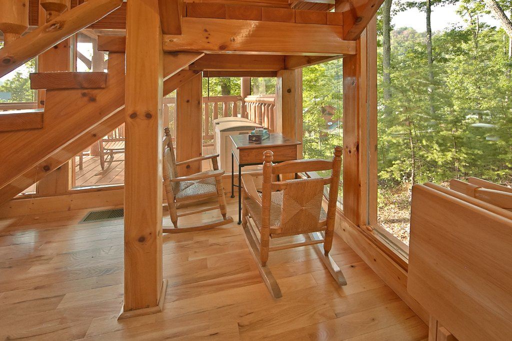 Photo of a Pigeon Forge Cabin named Sweet Retreat - This is the sixteenth photo in the set.