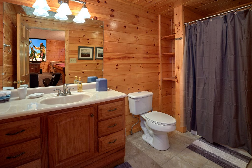 Photo of a Gatlinburg Cabin named Moonshiners View - This is the fifteenth photo in the set.