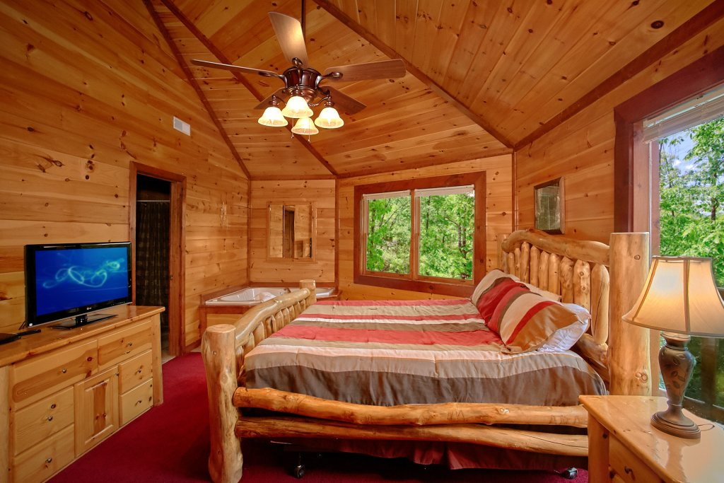 Photo of a Gatlinburg Cabin named Cherokee Pool Lodge - This is the twentieth photo in the set.