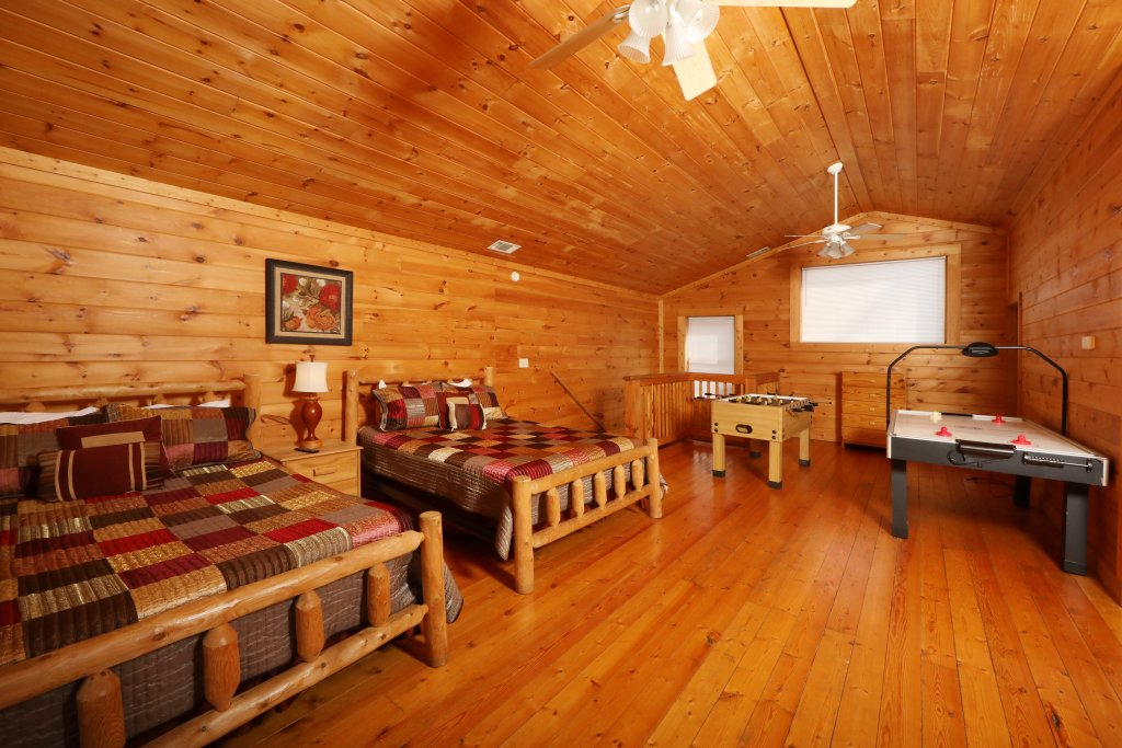 Photo of a Pigeon Forge Cabin named Big Pine Lodge - This is the twenty-sixth photo in the set.