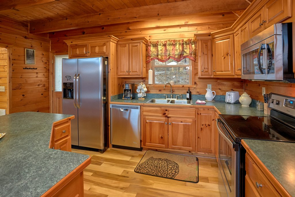 Photo of a Gatlinburg Cabin named Moonshiners View - This is the twelfth photo in the set.