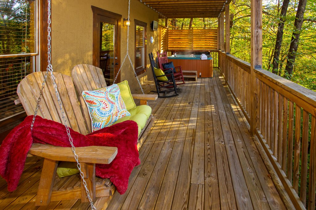 Photo of a Pigeon Forge Cabin named Majestic Forest - This is the forty-second photo in the set.