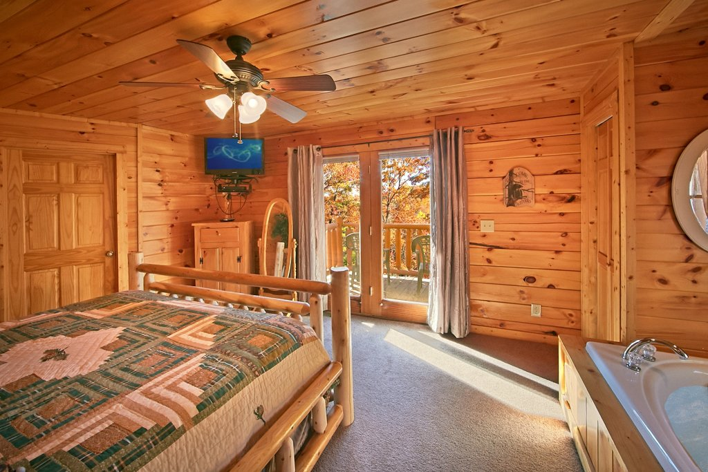 Photo of a Gatlinburg Cabin named A Secret Hideaway - This is the thirteenth photo in the set.