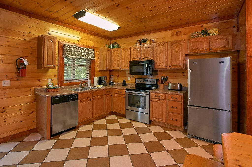 Photo of a Gatlinburg Cabin named Live, Laugh, Love Pool Lodge - This is the fourteenth photo in the set.