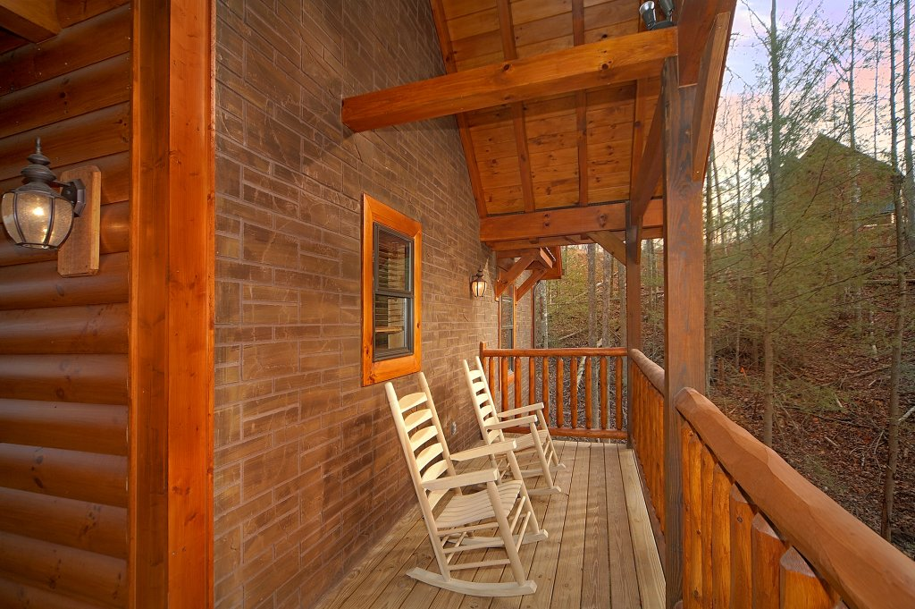 Photo of a Gatlinburg Cabin named Grin & Bear It - This is the third photo in the set.