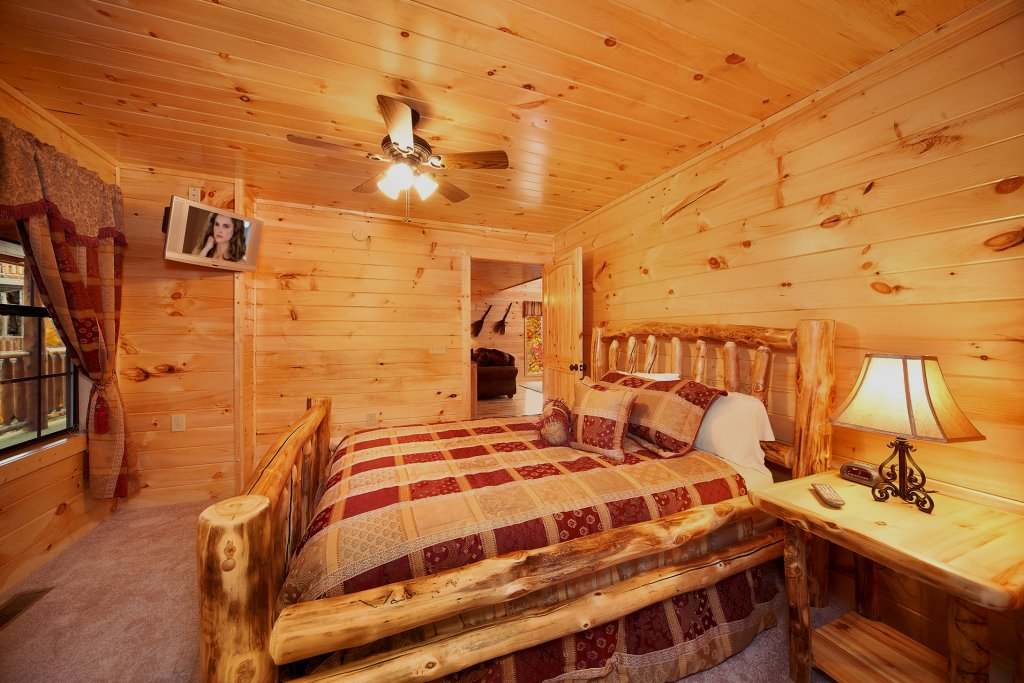Photo of a Gatlinburg Cabin named Living In Paradise - This is the twelfth photo in the set.