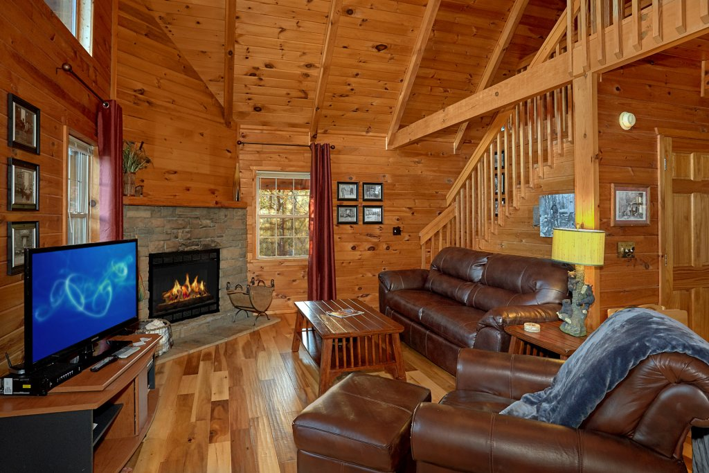Photo of a Gatlinburg Cabin named Moonshiners View - This is the eighth photo in the set.