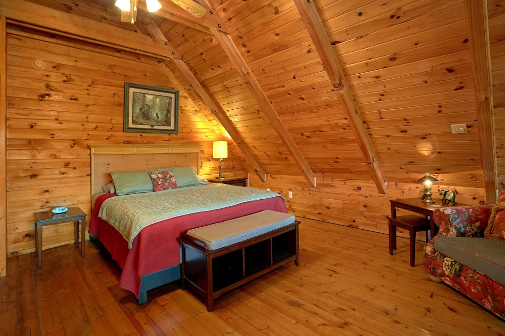 Photo of a Gatlinburg Cabin named Moonshiners View - This is the fourteenth photo in the set.