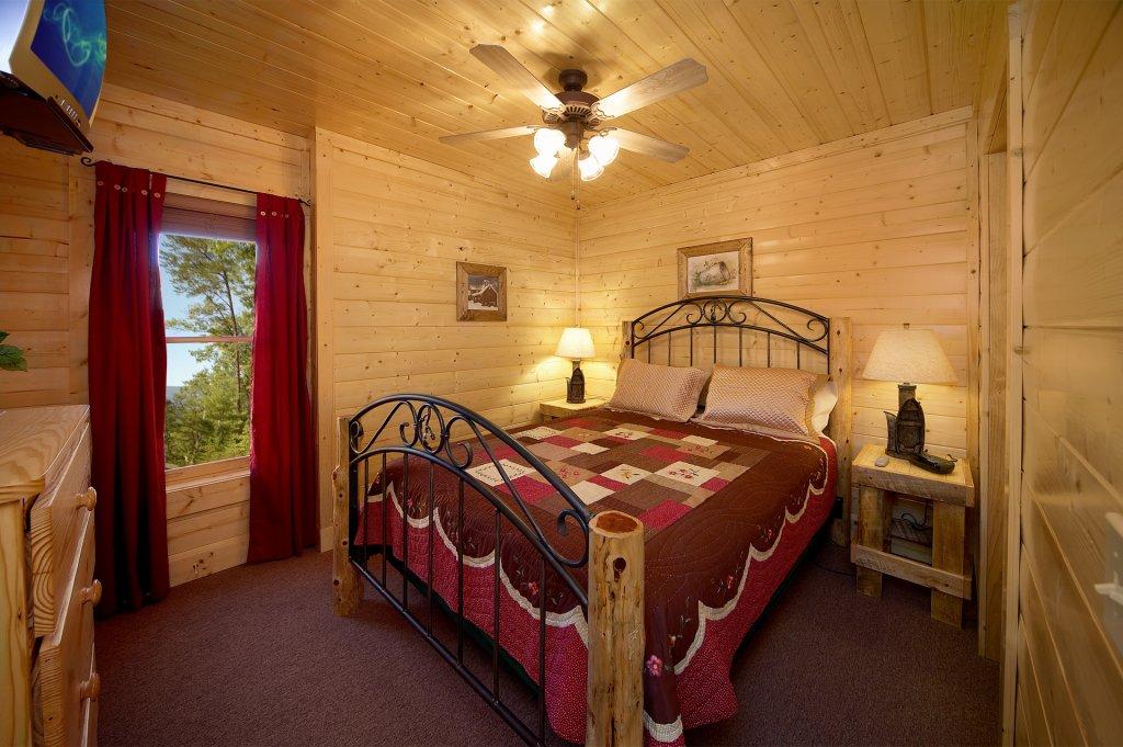 Photo of a Sevierville Cabin named Awesome Views - This is the second photo in the set.