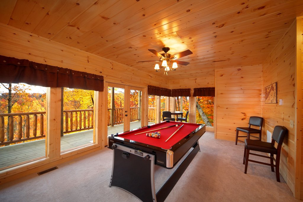 Photo of a Gatlinburg Cabin named Living In Paradise - This is the third photo in the set.