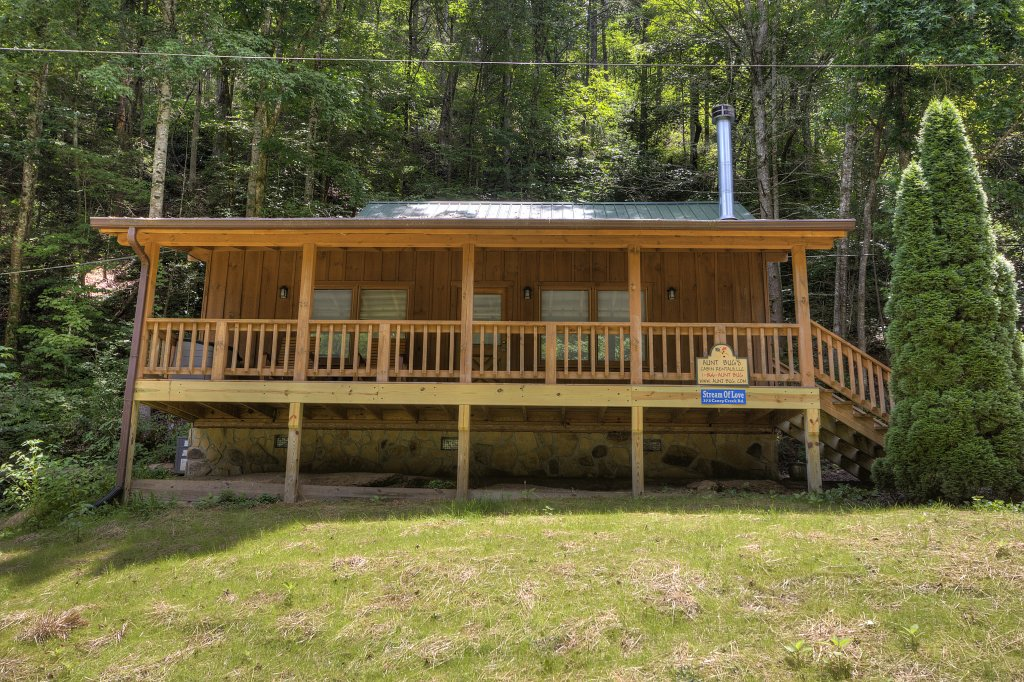 Photo of a Pigeon Forge Cabin named Stream Of Love #374 - This is the fifth photo in the set.