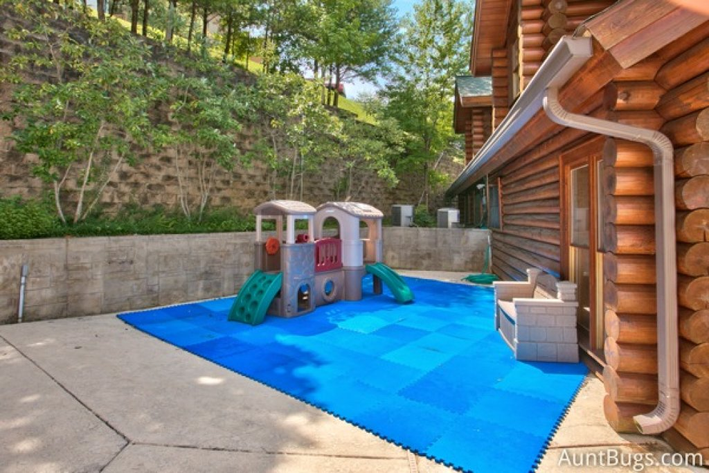 Photo of a Pigeon Forge Cabin named Lucky Logs #283 - This is the twenty-seventh photo in the set.