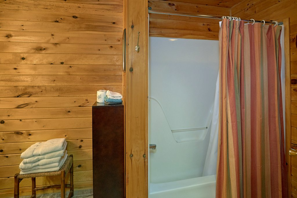 Photo of a Gatlinburg Cabin named Moonshiners View - This is the eighteenth photo in the set.