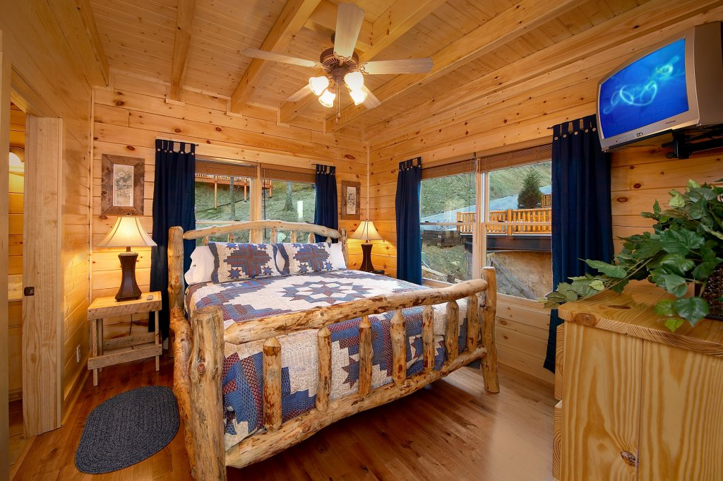 Photo of a Sevierville Cabin named Awesome Views - This is the tenth photo in the set.