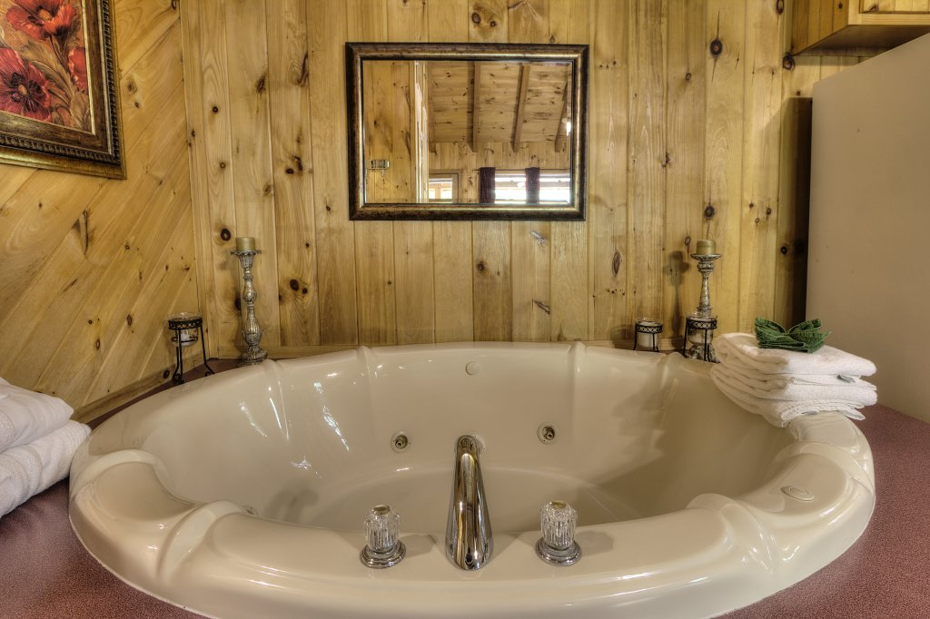 Photo of a Pigeon Forge Cabin named Stream Of Love #374 - This is the twenty-fourth photo in the set.
