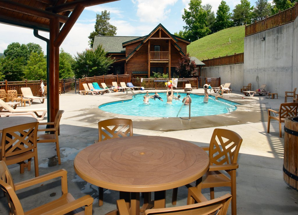 Photo of a Pigeon Forge Cabin named Poolside Retreat #221 - This is the nineteenth photo in the set.