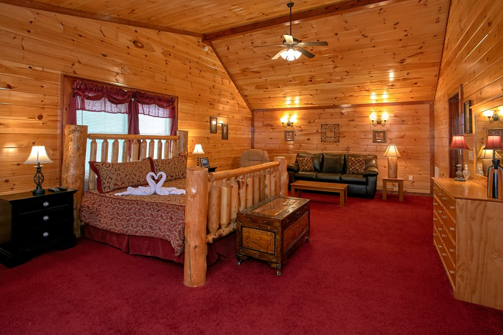 Photo of a Gatlinburg Cabin named Live, Laugh, Love Pool Lodge - This is the seventeenth photo in the set.