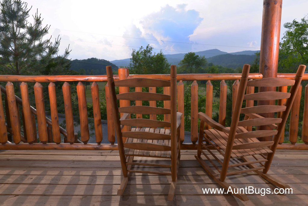 Photo of a Sevierville Cabin named Poolside Retreat #221 - This is the twelfth photo in the set.