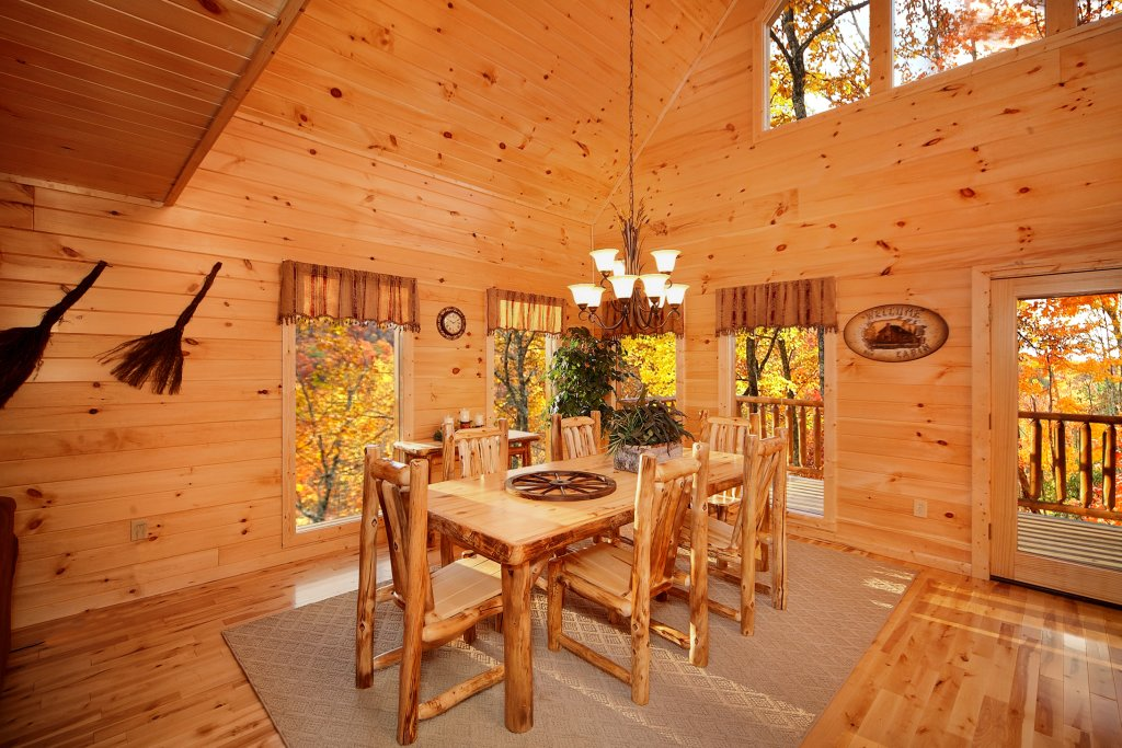 Photo of a Gatlinburg Cabin named Living In Paradise - This is the sixth photo in the set.