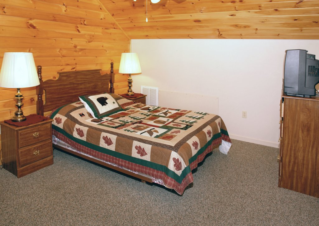 Photo of a Gatlinburg Cabin named Mountain Hideaway #338 - This is the thirteenth photo in the set.