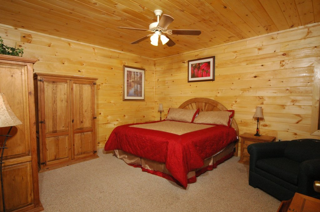 Photo of a Gatlinburg Cabin named Eagle's Nest #379 - This is the sixteenth photo in the set.