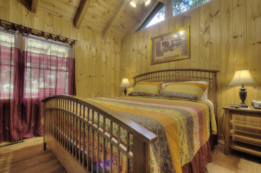 Photo of a Pigeon Forge Cabin named Stream Of Love #374 - This is the twenty-ninth photo in the set.