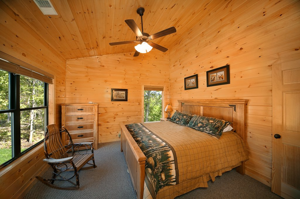 Photo of a Gatlinburg Cabin named Lumberjack Lodge - This is the sixteenth photo in the set.