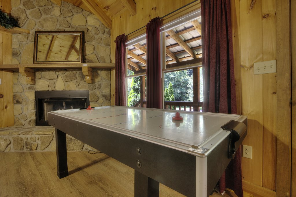 Photo of a Pigeon Forge Cabin named Stream Of Love #374 - This is the tenth photo in the set.