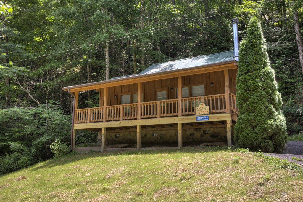 Photo of a Pigeon Forge Cabin named Stream Of Love #374 - This is the third photo in the set.