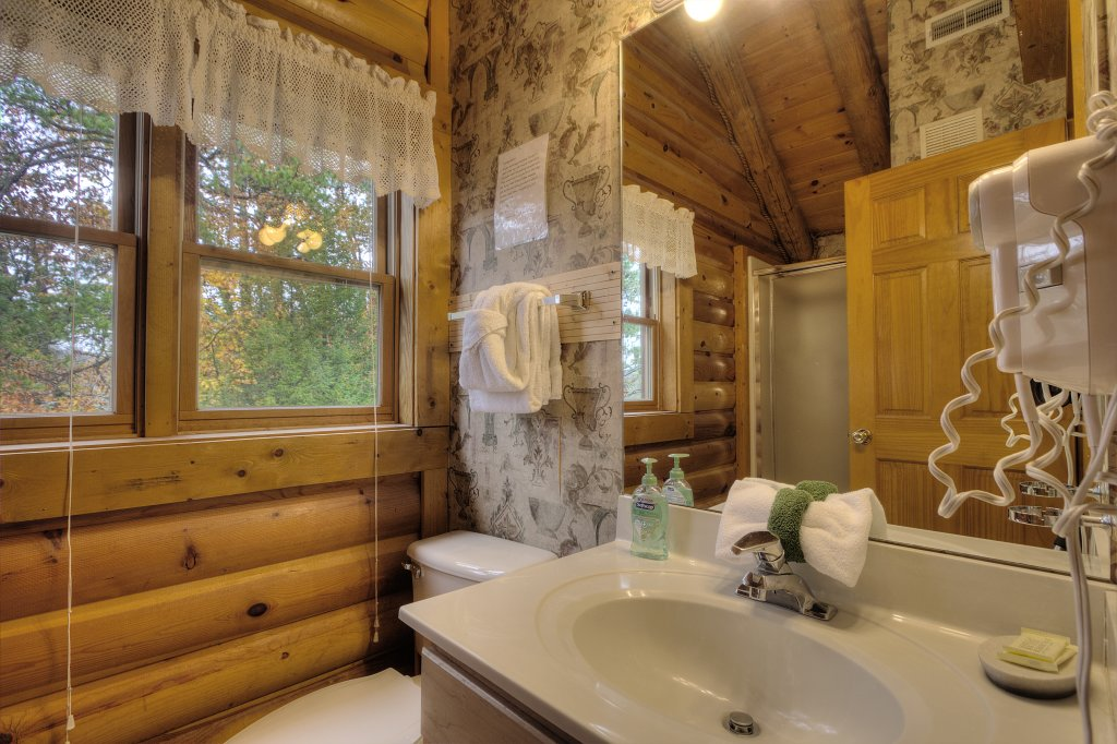 Photo of a Pigeon Forge Cabin named Lucky Logs #283 - This is the fifteenth photo in the set.
