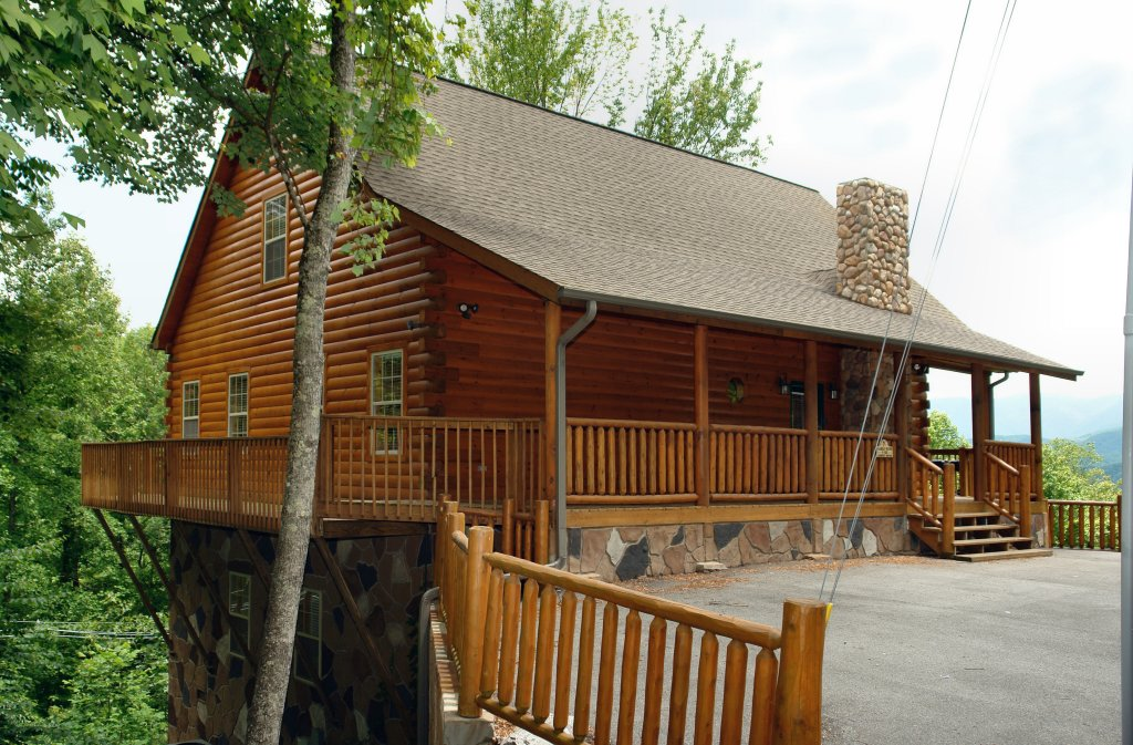 Photo of a Gatlinburg Cabin named Hillbilly Hilton #525 - This is the eighteenth photo in the set.