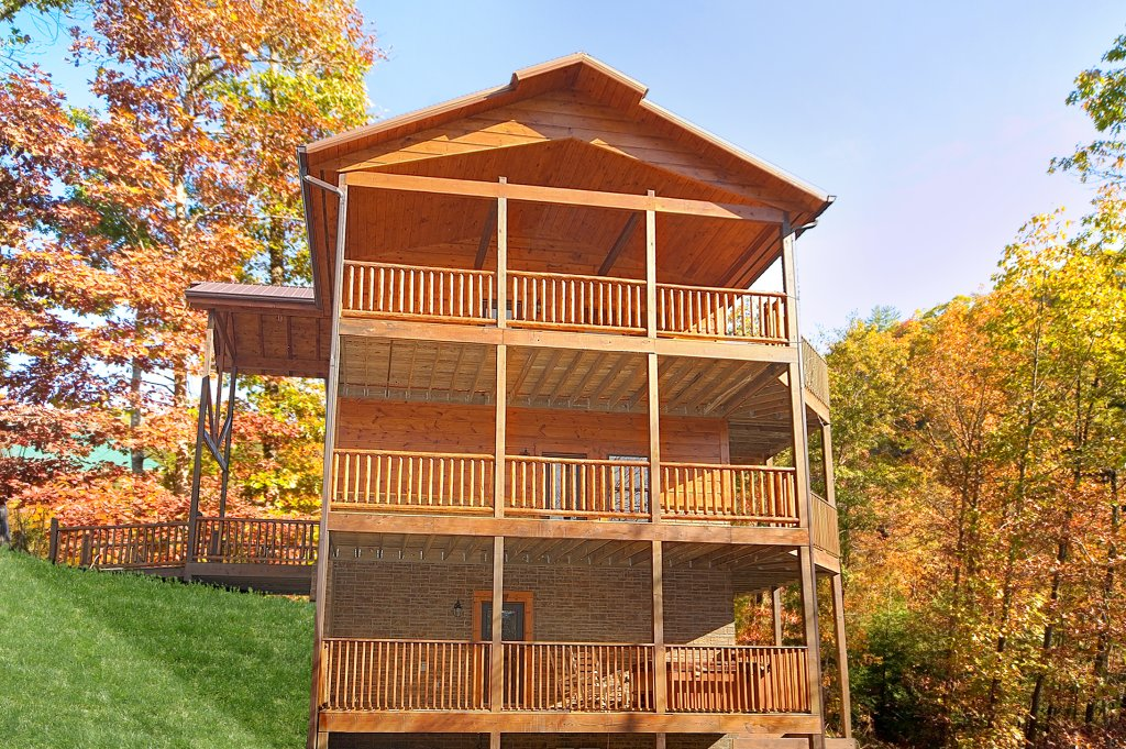 Photo of a Gatlinburg Cabin named Lumberjack Lodge - This is the twenty-first photo in the set.