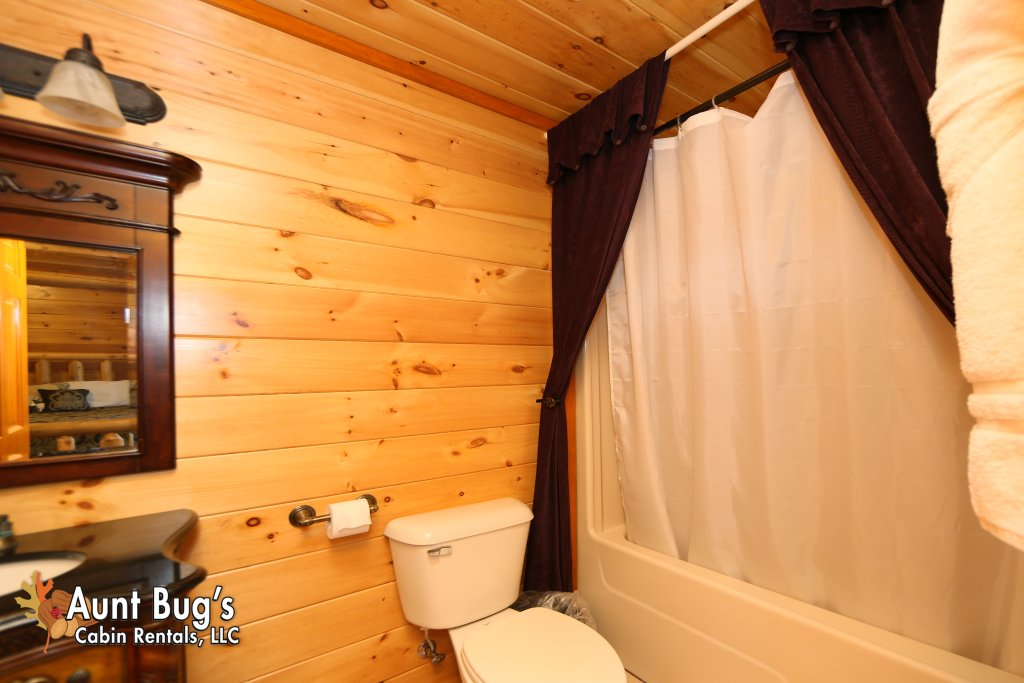 Photo of a Gatlinburg Cabin named Swimmin With Bears #375 - This is the tenth photo in the set.
