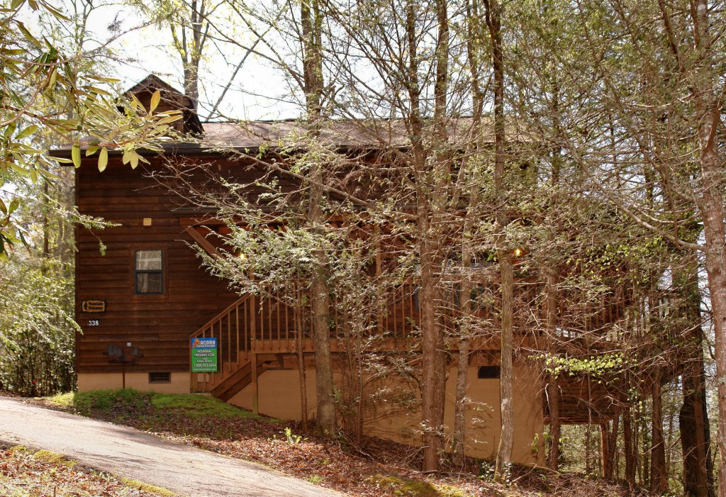 Photo of a Gatlinburg Cabin named Mountain Hideaway #338 - This is the second photo in the set.