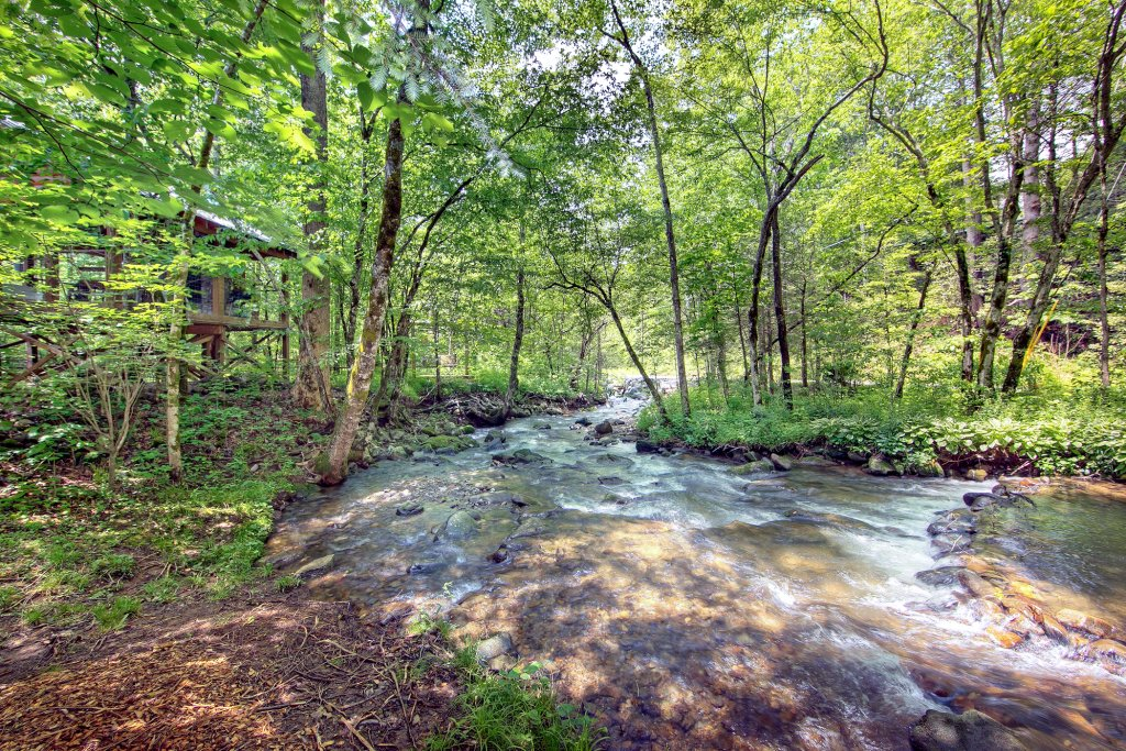 Photo of a Gatlinburg Cabin named Creeksong - This is the third photo in the set.