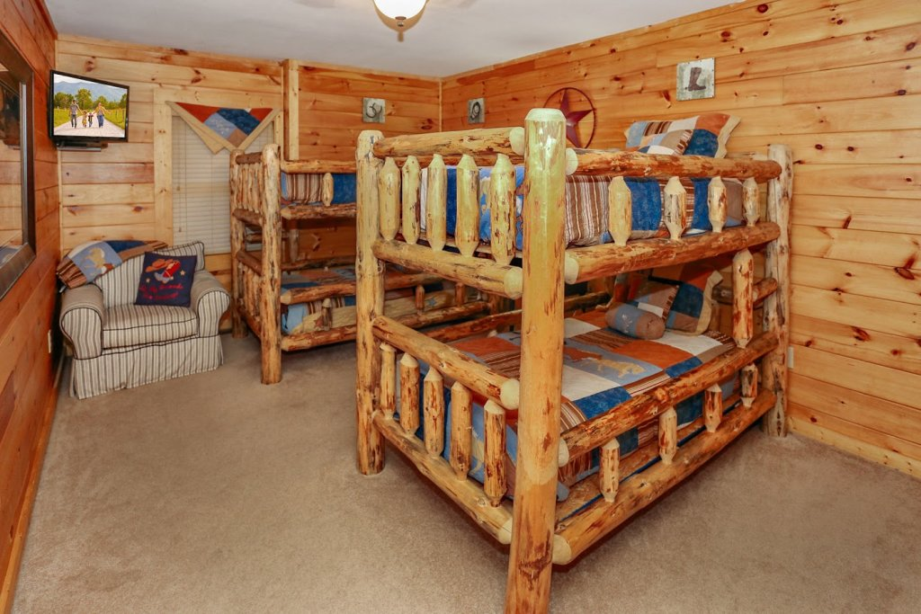 Photo of a Pigeon Forge Cabin named Mountaintop Paradise - This is the forty-seventh photo in the set.