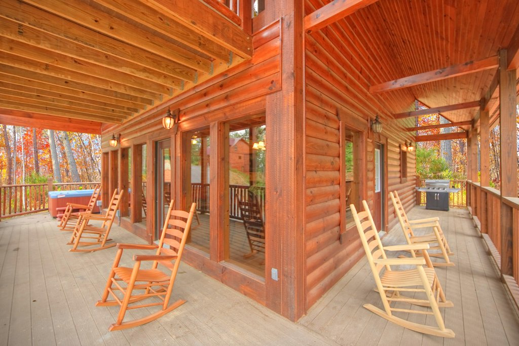 Photo of a Gatlinburg Cabin named Hilltop Hideaway - This is the sixth photo in the set.