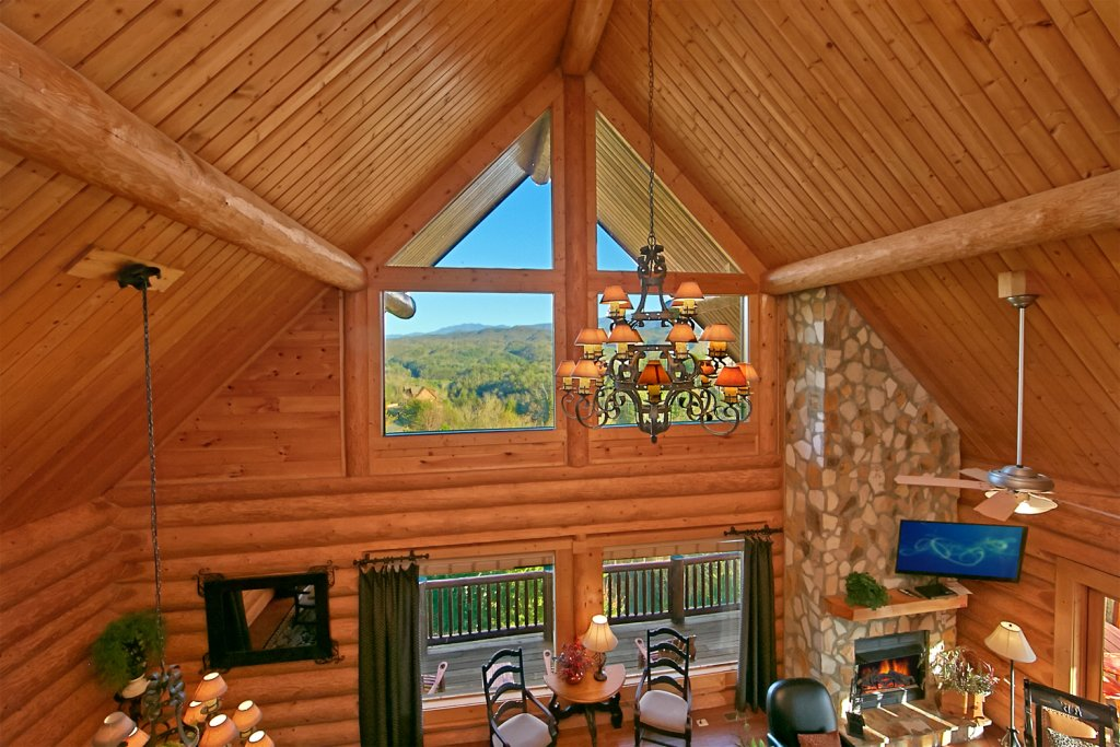Photo of a Pigeon Forge Cabin named Mountaintop Paradise - This is the twenty-fourth photo in the set.