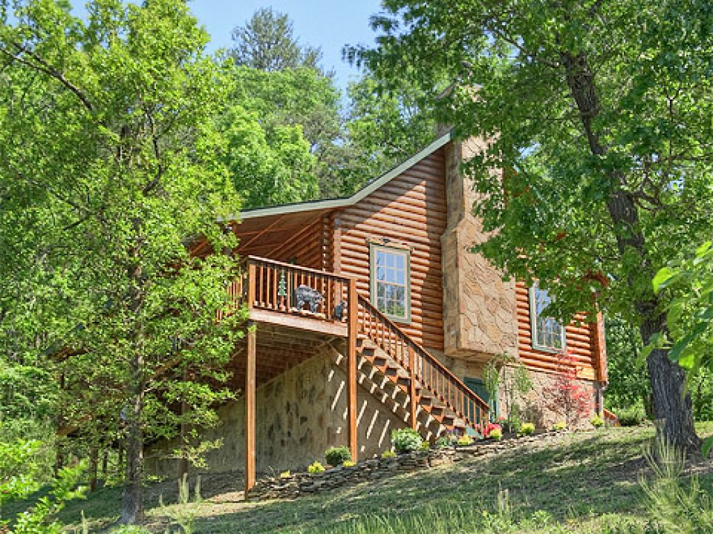 Photo of a Pigeon Forge Cabin named Serendipity - This is the thirty-second photo in the set.