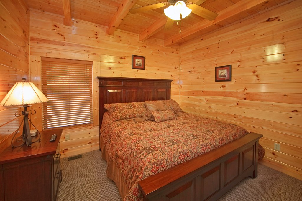Photo of a Gatlinburg Cabin named Hilltop Hideaway - This is the tenth photo in the set.