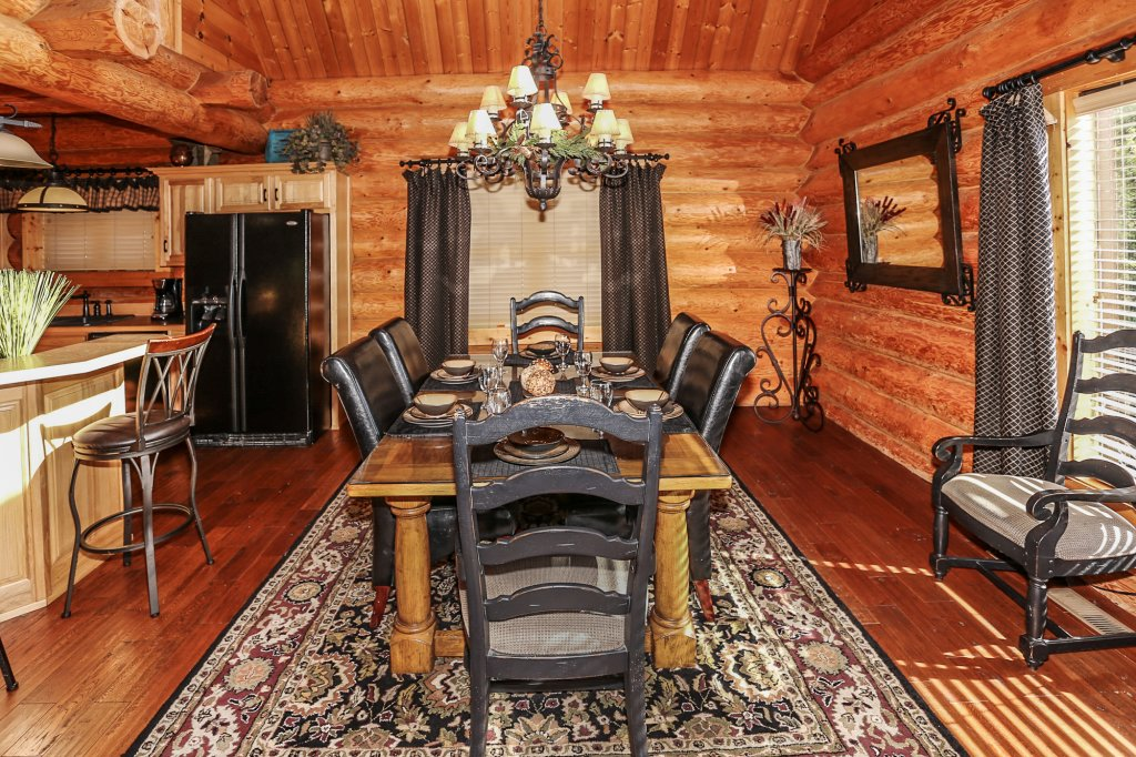 Photo of a Pigeon Forge Cabin named Mountaintop Paradise - This is the eighth photo in the set.