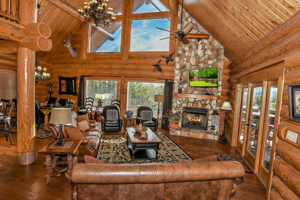 Photo of a Pigeon Forge Cabin named Mountaintop Paradise - This is the fourth photo in the set.