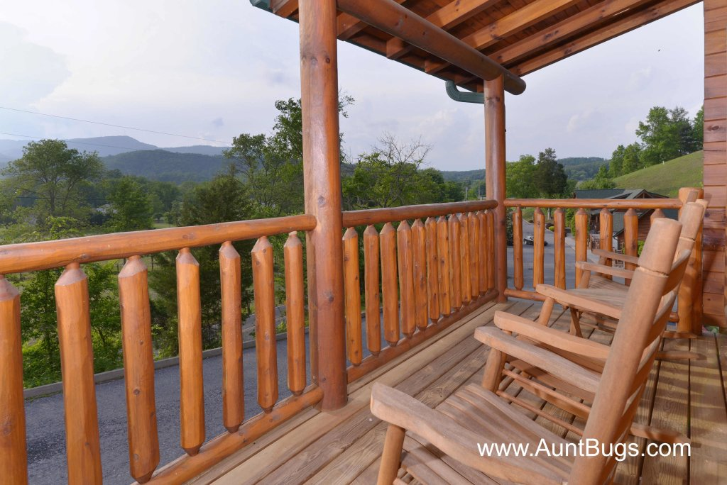 Photo of a Pigeon Forge Cabin named Poolside Retreat #221 - This is the twenty-first photo in the set.