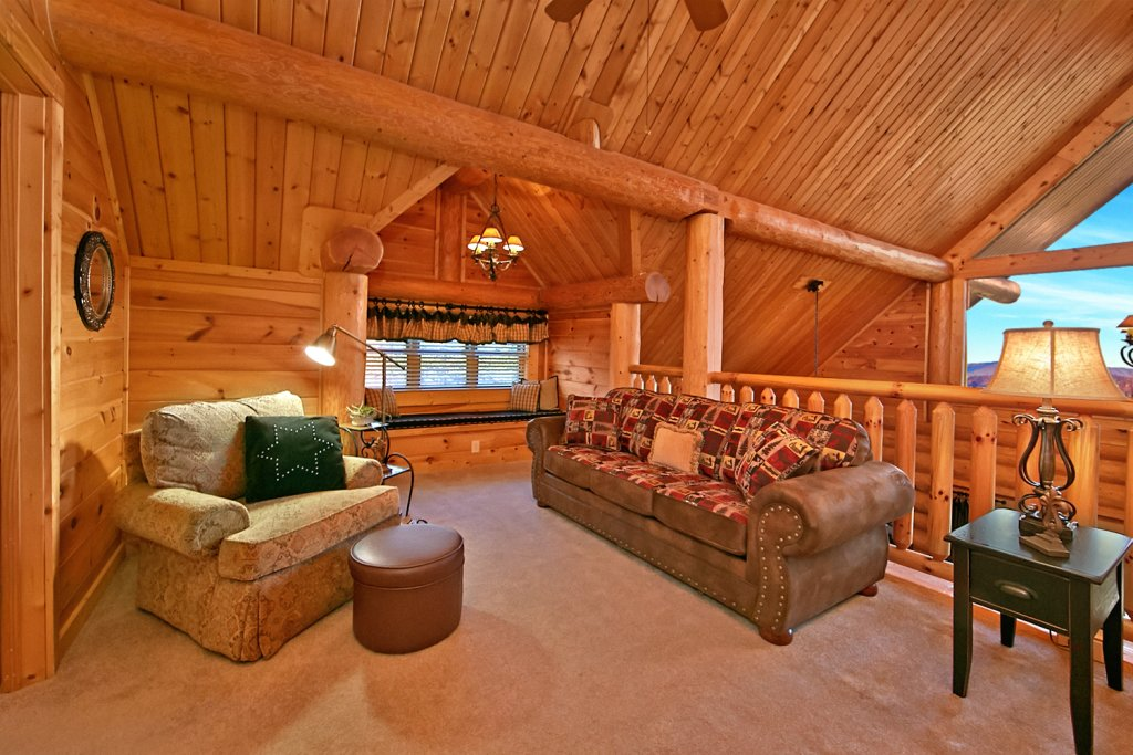 Photo of a Pigeon Forge Cabin named Mountaintop Paradise - This is the twenty-fifth photo in the set.
