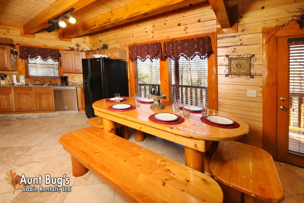 Photo of a Gatlinburg Cabin named Swimmin With Bears #375 - This is the fifth photo in the set.