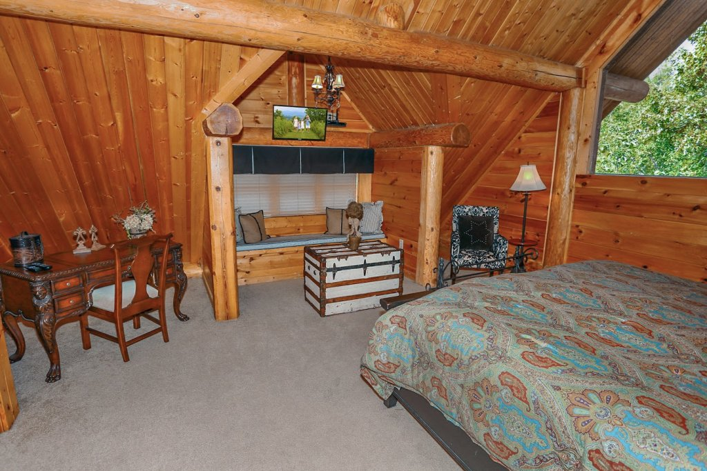 Photo of a Pigeon Forge Cabin named Mountaintop Paradise - This is the twenty-eighth photo in the set.
