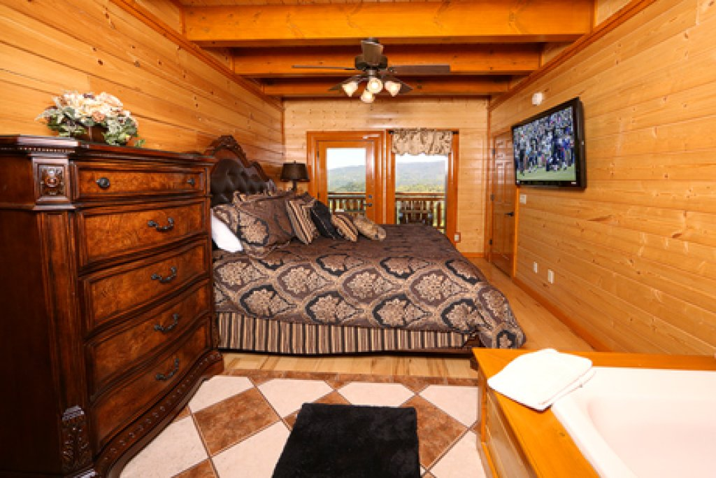 Photo of a Pigeon Forge Cabin named Paradise Mountain Pool Lodge - This is the thirtieth photo in the set.