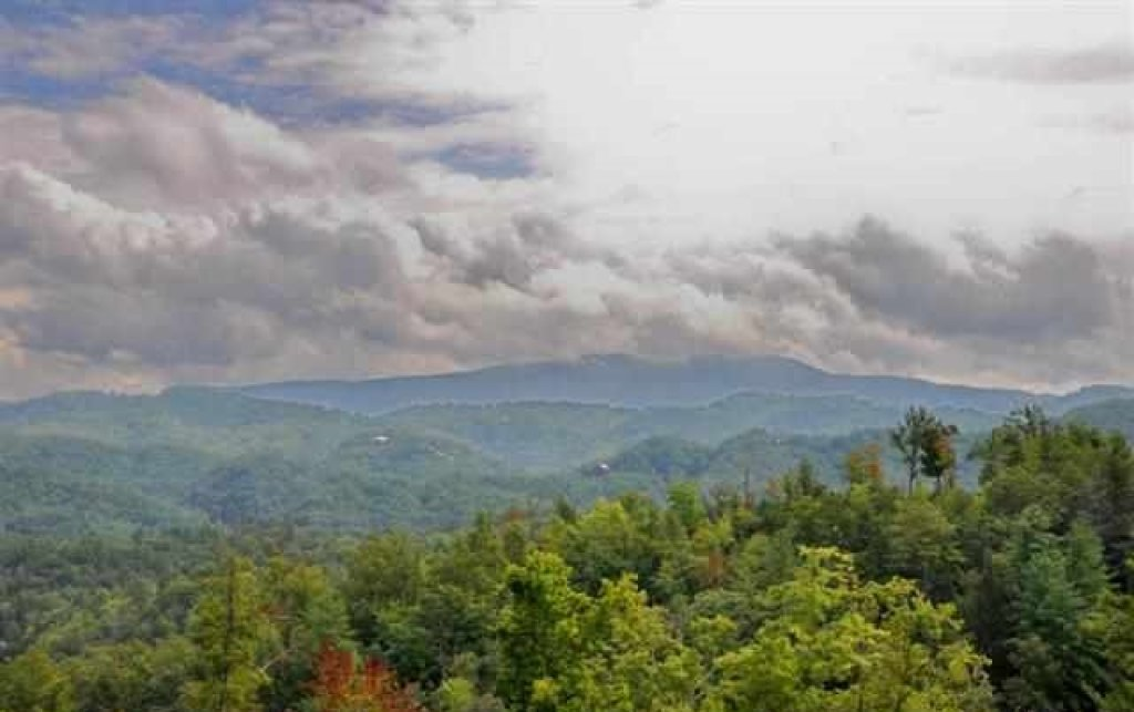 Photo of a Pigeon Forge Cabin named Mountaintop Paradise - This is the fifty-fourth photo in the set.